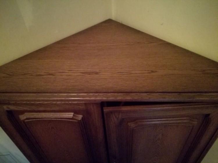 Narożna komoda drewniana